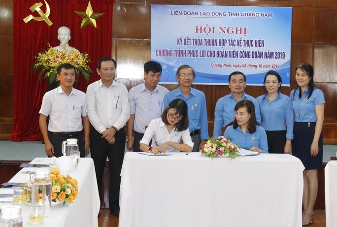 Đoàn viên công đoàn Quảng Nam được hưởng nhiều ưu đãi vừa được ký kết - Ảnh 2.