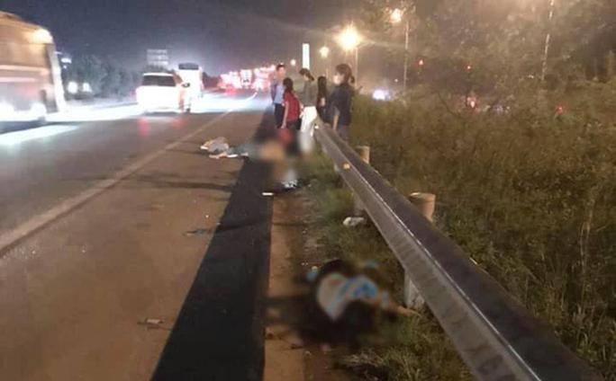 Nhóm công nhân bị ôtô tông trúng khi đang qua đường, 2 người tử vong, 1 người bị thương - Ảnh 2.