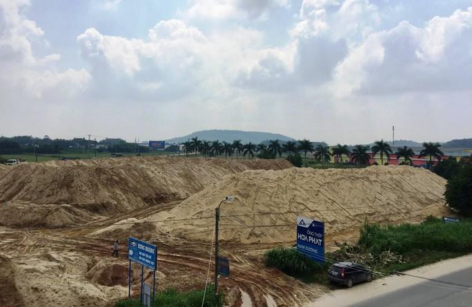 Xôn xao núi cát khủng do vợ Chánh văn phòng UBND tỉnh Quảng Ngãi làm chủ - Ảnh 1.