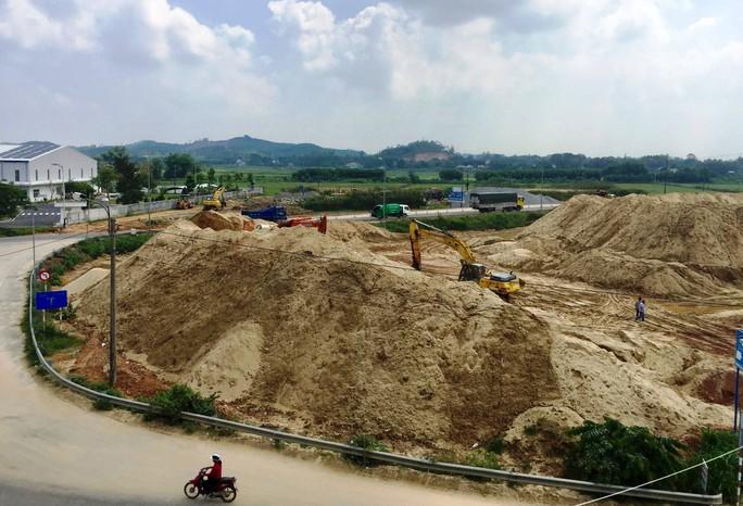 Xôn xao núi cát khủng do vợ Chánh văn phòng UBND tỉnh Quảng Ngãi làm chủ - Ảnh 4.