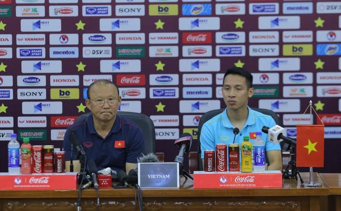 2 HLV Park Hang-seo và Tan Cheng Hoe nói gì về đối thủ trước trận Việt Nam-Malaysia? - Ảnh 1.