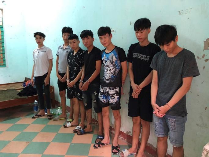 Bắt nhóm thanh thiếu niên chém nhau giữa trung tâm Đà Nẵng - Ảnh 2.