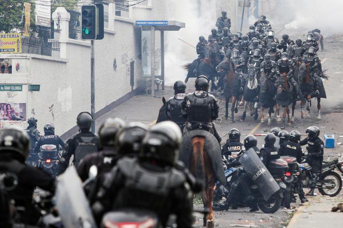 Ecuador: Biểu tình bạo lực, tổng thống rời khỏi thủ đô - Ảnh 3.