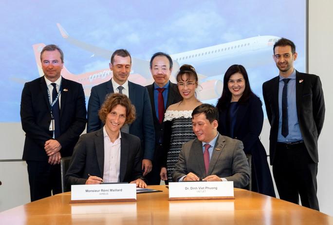 CEO Vietjet Nguyễn Thị Phương Thảo ký hợp đồng mua 20 máy bay Airbus A321XLR - Ảnh 2.