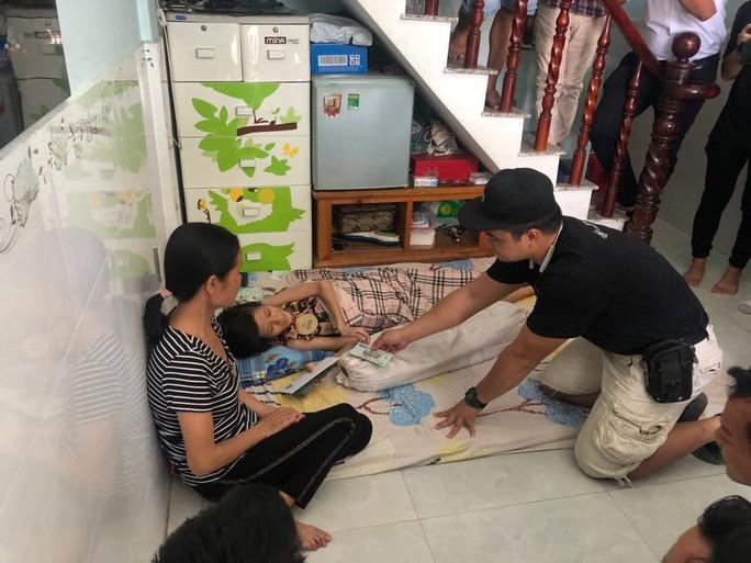 Lực sĩ khuyết tật Lê Văn Công bán đấu giá huy chương World Cup làm việc nghĩa - Ảnh 7.