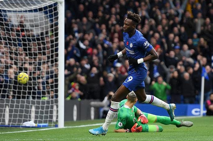 Chelsea chiếm ngôi nhì bảng, Leicester soán đoạt sốc ngôi á quân - Ảnh 2.