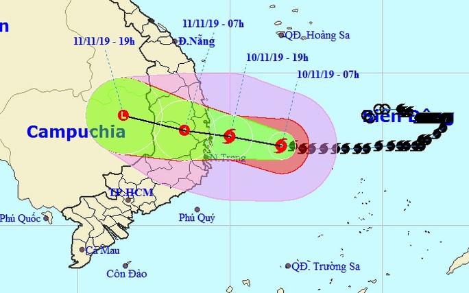 Tối nay 10-11, bão số 6 giật cấp 12 đổ bộ vào Bình Định-Khánh Hòa, mưa lớn 200-300 mm - Ảnh 1.