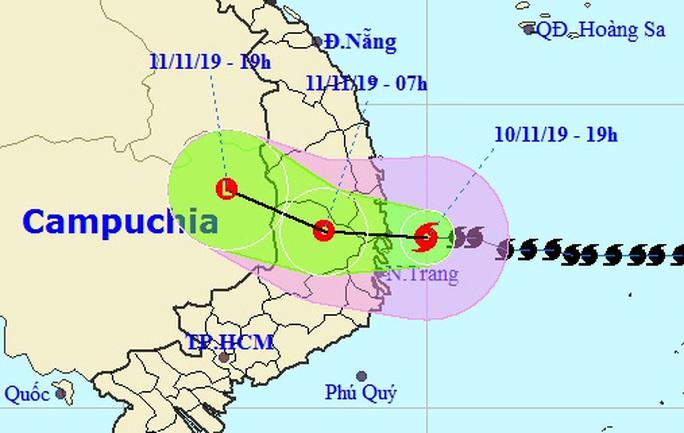 Bão số 6 sau khi đổ bộ vào Bình Định-Phú Yên-Khánh Hòa, đã suy yếu - Ảnh 1.