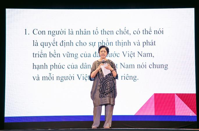 Bà Tôn Nữ Thị Ninh: Ngồi canh con học là sự thất bại trong giáo dục - Ảnh 1.