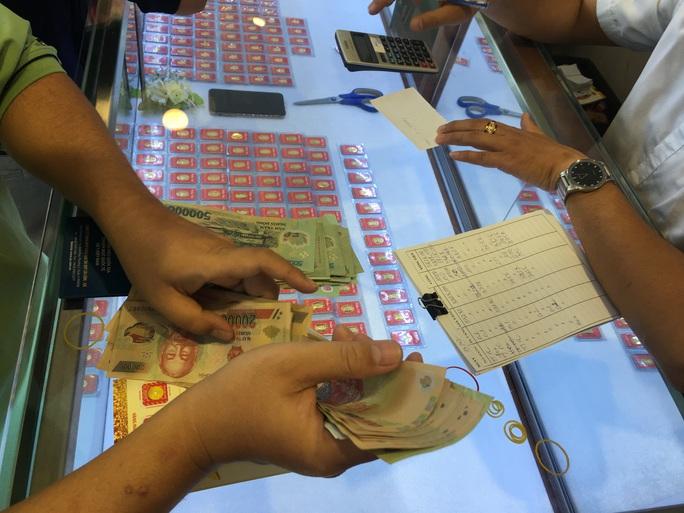 Giá vàng SJC đang thấp nhất trong 4 tháng - Ảnh 1.