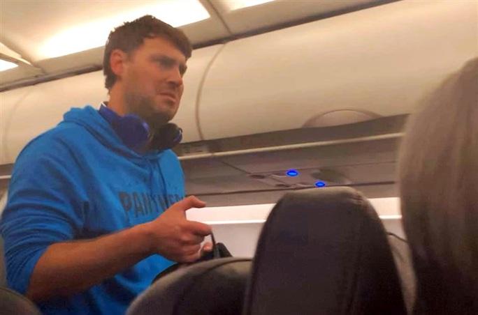 Sàm sỡ nữ hành khách tới mức làm máy bay hạ cánh khẩn cấp - Ảnh 1.