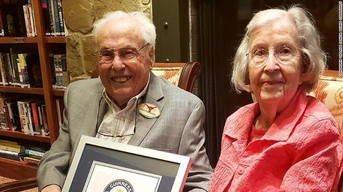 Sống cùng nhau 80 năm vẫn... chưa chán! - Ảnh 1.