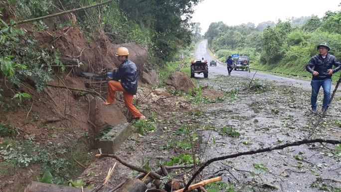 Đắk Lắk: Hàng trăm nhà dân chìm trong nước lũ - Ảnh 14.