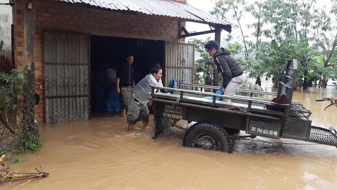 Đắk Lắk: Hàng trăm nhà dân chìm trong nước lũ - Ảnh 13.