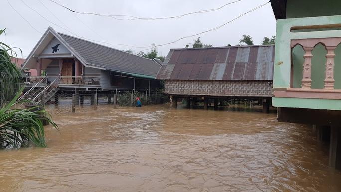 Đắk Lắk: Hàng trăm nhà dân chìm trong nước lũ - Ảnh 5.