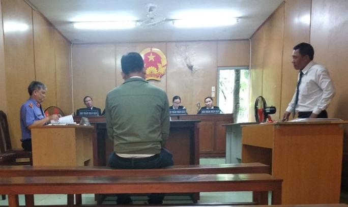 Lừa bán xe tang vật, nguyên cán bộ cảnh sát PCCC lãnh 9 năm tù - Ảnh 1.