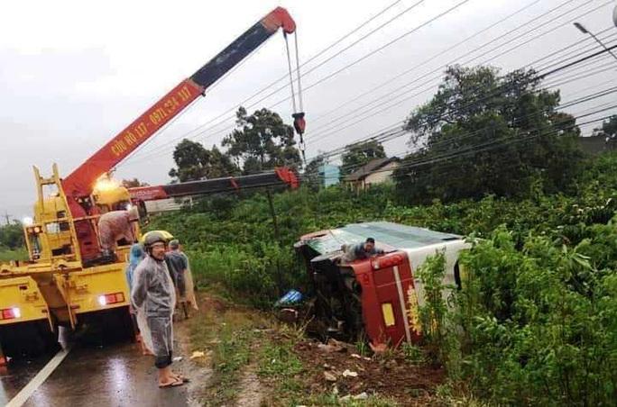 Liên tiếp xảy ra tai nạn giao thông trên đèo Phú Hiệp, Quốc lộ 20 - Ảnh 1.