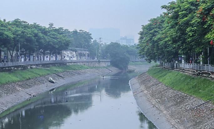 Tháo dỡ hệ thống thí điểm sông Tô Lịch, di chuyển đàn cá koi sang Hồ Tây - Ảnh 1.