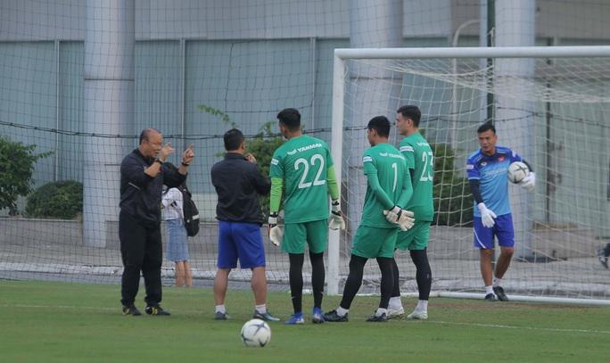 Đội tuyển Việt Nam hội quân đầy đủ, chuẩn bị đại chiến tuyển UAE - Ảnh 8.