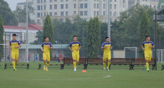 Đội tuyển Việt Nam hội quân đầy đủ, chuẩn bị đại chiến tuyển UAE - Ảnh 11.