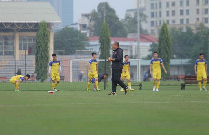 Đội tuyển Việt Nam hội quân đầy đủ, chuẩn bị đại chiến tuyển UAE - Ảnh 12.
