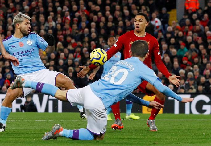 Trọng tài và VAR chống lưng cho Liverpool nhưng Liverpool thắng xứng đáng! - Ảnh 2.