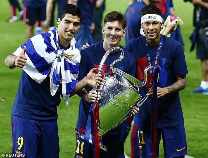 300 cầu thủ Barcelona nhận lương trọn đời nhờ siêu phẩm của Messi  - Ảnh 8.