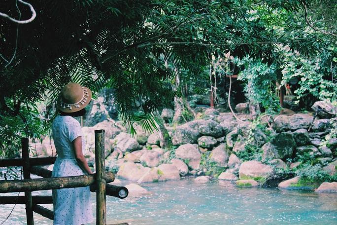 Đến Quảng Bình, detox tinh thần dưới dòng suối xanh ngọc bích - Ảnh 6.