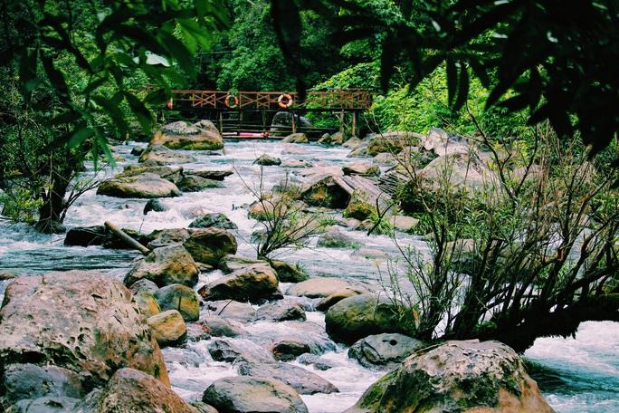 Đến Quảng Bình, detox tinh thần dưới dòng suối xanh ngọc bích - Ảnh 4.