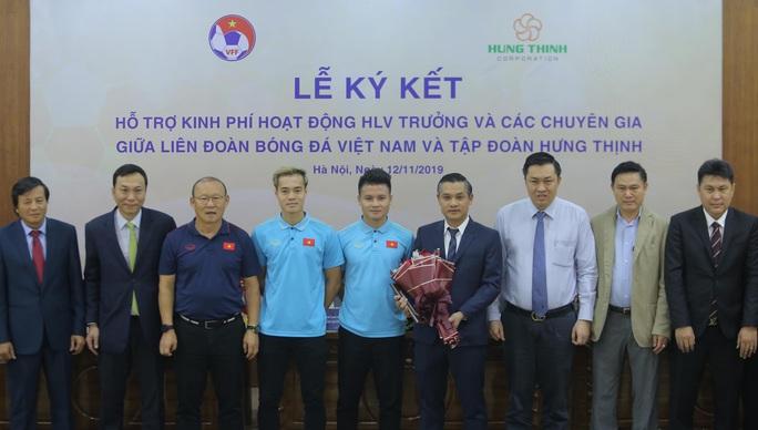Lộ thêm nhà tài trợ trả lương khủng cho HLV Park Hang-seo - Ảnh 9.