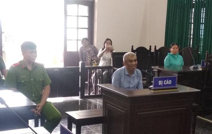 Bé gái ở quận Tân Bình (TP HCM) kể bị đến 4 gã đàn ông làm hại - Ảnh 1.
