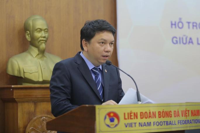Lộ thêm nhà tài trợ trả lương khủng cho HLV Park Hang-seo - Ảnh 3.