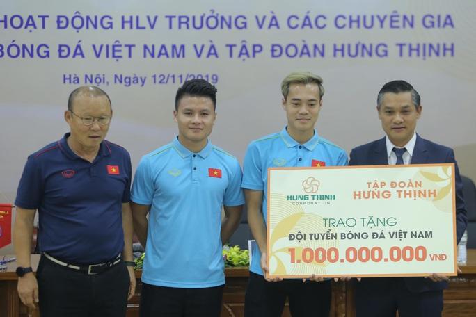 Lộ thêm nhà tài trợ trả lương khủng cho HLV Park Hang-seo - Ảnh 10.