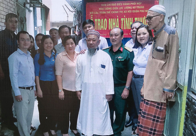 Khai mạc triển lãm Đồng bào các dân tộc tại đường đi bộ Nguyễn Huệ - Ảnh 2.