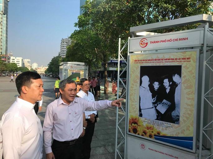 Khai mạc triển lãm Đồng bào các dân tộc tại đường đi bộ Nguyễn Huệ - Ảnh 1.