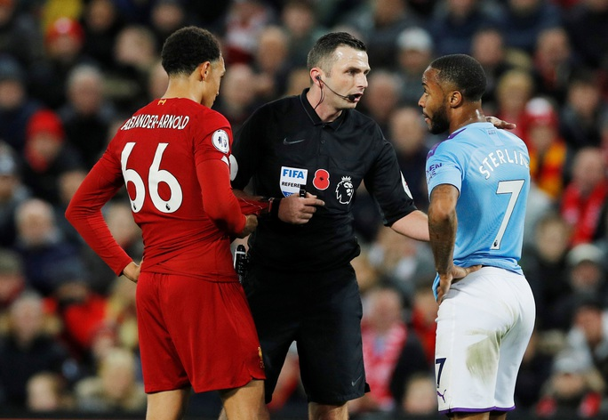 Tấn công đồng đội, Sterling bị loại khỏi tuyển Anh - Ảnh 3.