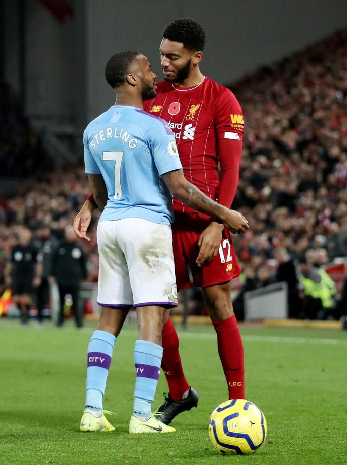 Tấn công đồng đội, Sterling bị loại khỏi tuyển Anh - Ảnh 1.