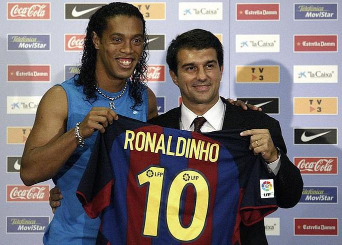 300 cầu thủ Barcelona nhận lương trọn đời nhờ siêu phẩm của Messi  - Ảnh 2.