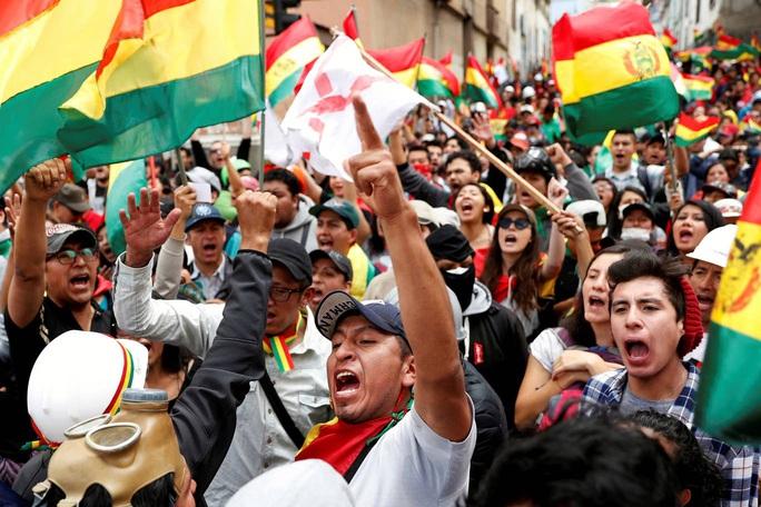 Lo cựu tổng thống Bolivia bị nguy hiểm tính mạng, Mexico cho phép tị nạn - Ảnh 4.