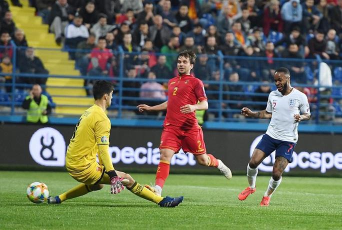 Tấn công đồng đội, Sterling bị loại khỏi tuyển Anh - Ảnh 7.