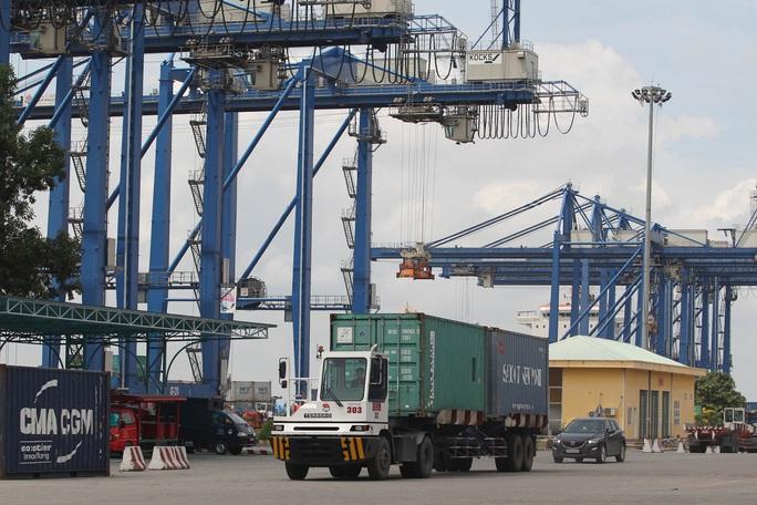 Tiết kiệm cả ngàn tỉ đồng nếu giảm ùn tắc ở cảng Cát Lái - Ảnh 1.