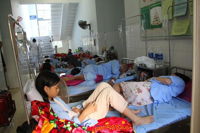 Miền Trung: Hàng ngàn người mắc sốt xuất huyết - Ảnh 1.