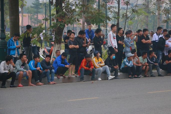 Hàng trăm hot girl, giang hồ mạng, học sinh đến xem xét xử Khá Bảnh - Ảnh 3.