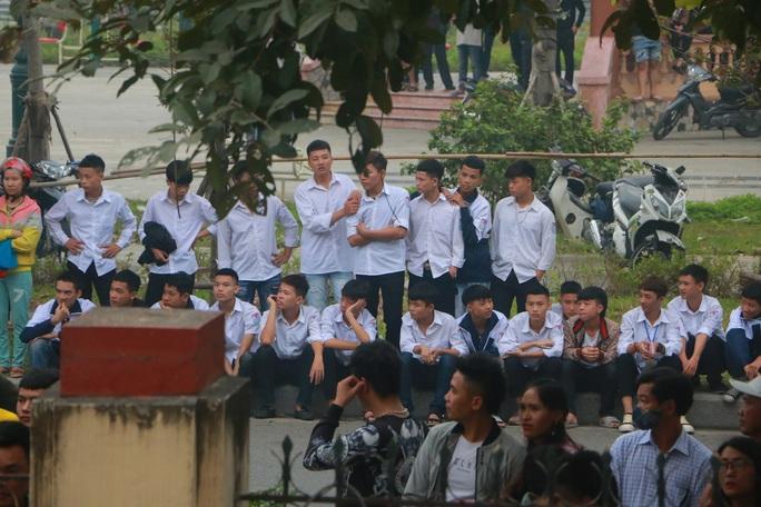 Hàng trăm hot girl, giang hồ mạng, học sinh đến xem xét xử Khá Bảnh - Ảnh 18.