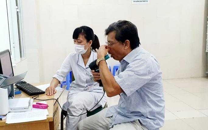 Hút thuốc khi mới 6 tuổi, nam sinh cầu cứu bác sĩ giúp cai nghiện thuốc lá - Ảnh 2.