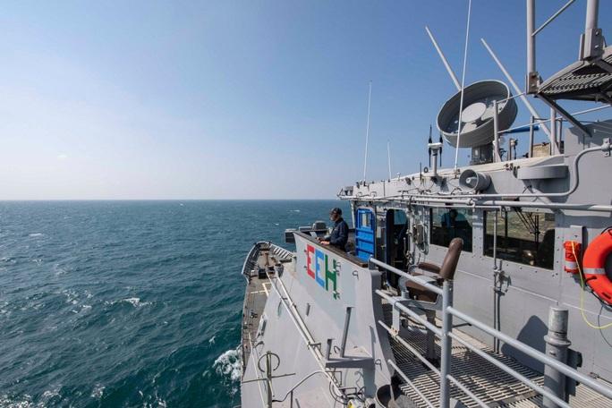 Đài Loan trấn an người dân khi tàu chiến Mỹ đi qua eo biển Bashi - Ảnh 1.
