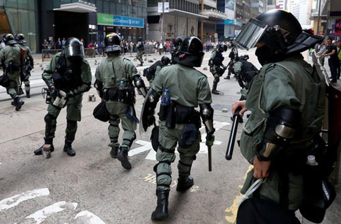 Chính quyền Hồng Kông xem xét giới nghiêm? - Ảnh 1.