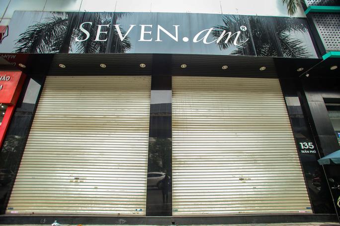 Cận cảnh cửa đóng then cài của chuỗi cửa hàng Seven.Am sau nghi vấn cắt mác Trung Quốc - Ảnh 10.