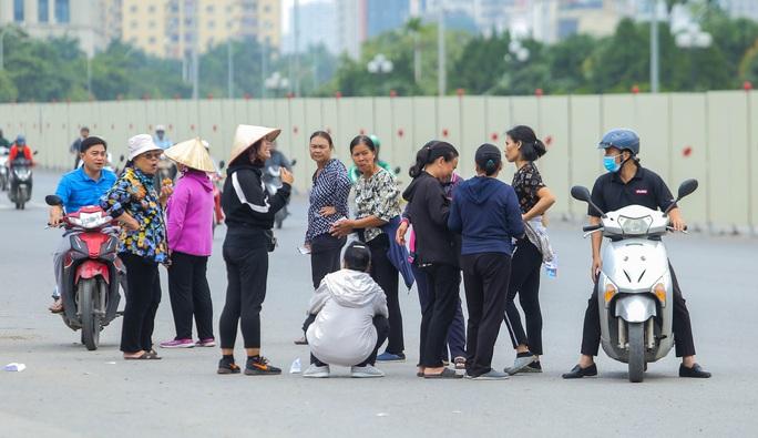 Phe vé đại náo sân Mỹ Đình trước trận Việt Nam-UAE, hét giá 2-3 triệu đồng/cặp vé - Ảnh 11.