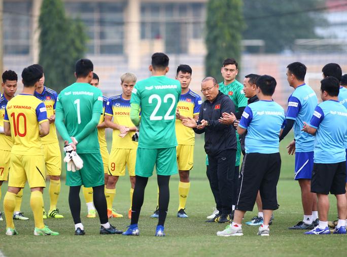 Đội hình đấu UAE: thầy Park có tin dùng Công Phượng? - Ảnh 1.